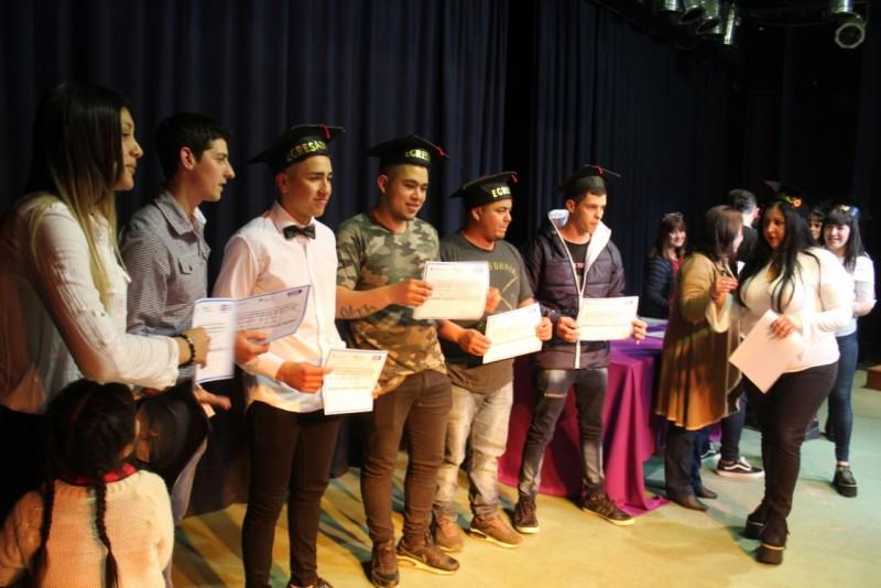 Plan Fines: 215 alumnos egresados recibieron sus diplomas