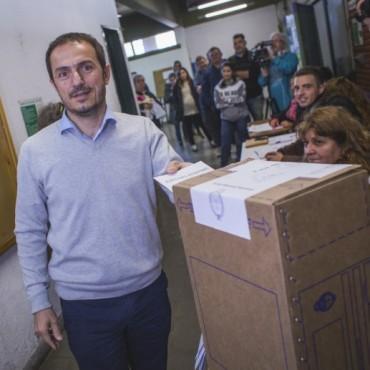El Intendente Sebastiàn Abella emitiò su voto en la UTN