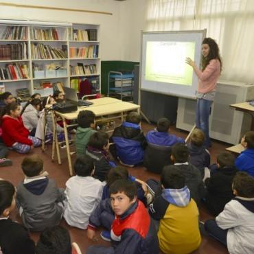 Fototeca llevó a las escuelas la historia de Campana en imágenes
