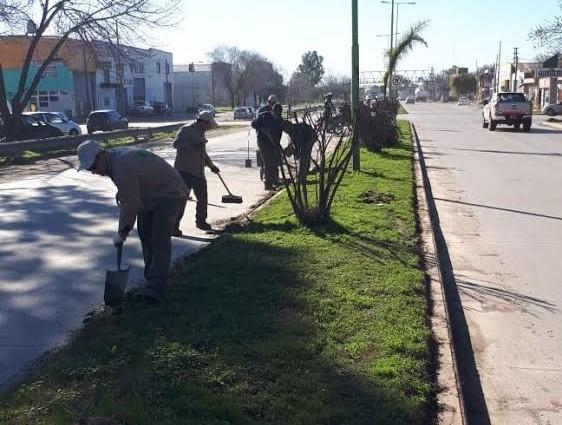 Realizan trabajos de limpieza en la avenida 6 de Julio