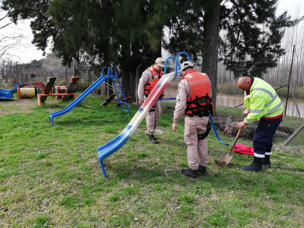 Defensa Civil instaló y reparó juegos en el jardín de infantes Nº 905 de la isla