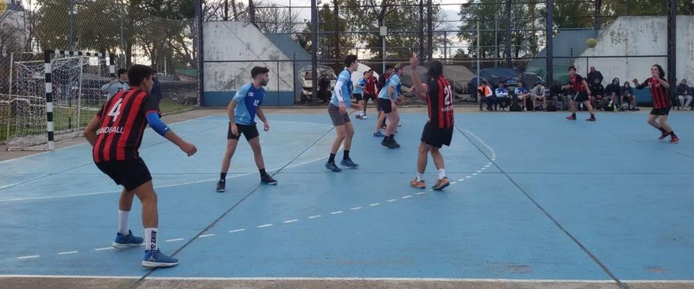 """Los equipos Damas y Caballeros del CBC comenzaron a disputar el """"Metro Clausura"""" de handball"""