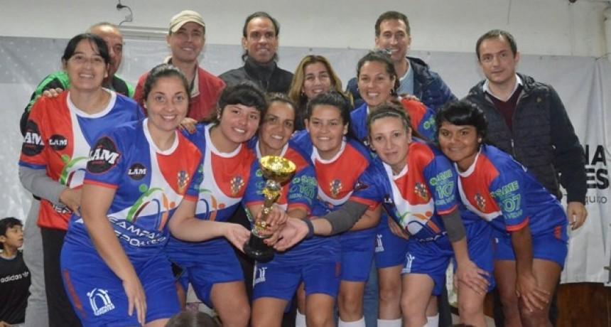 Con la presencia de Navarro Montoya, se disputaron las finales del Mundialito Femenino