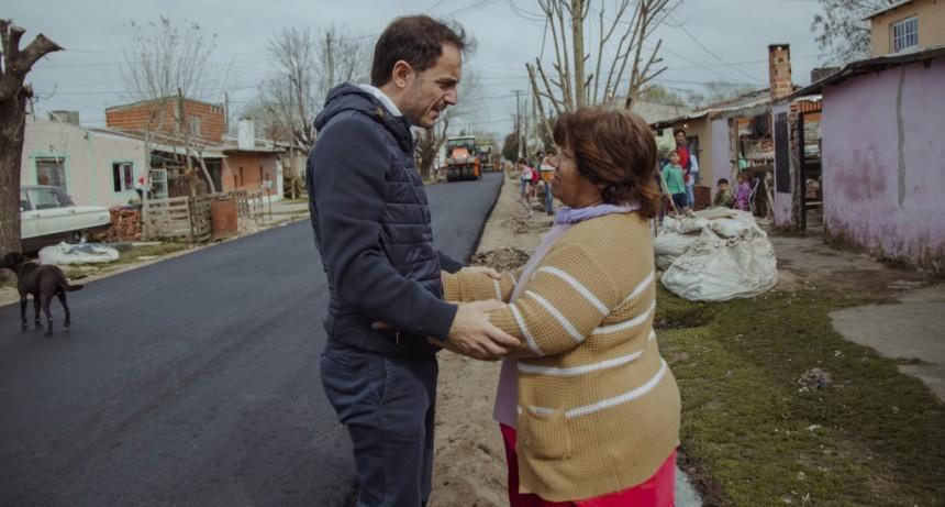 Con fondos municipales, avanzan las obras de asfalto en Las Acacias y Lubo