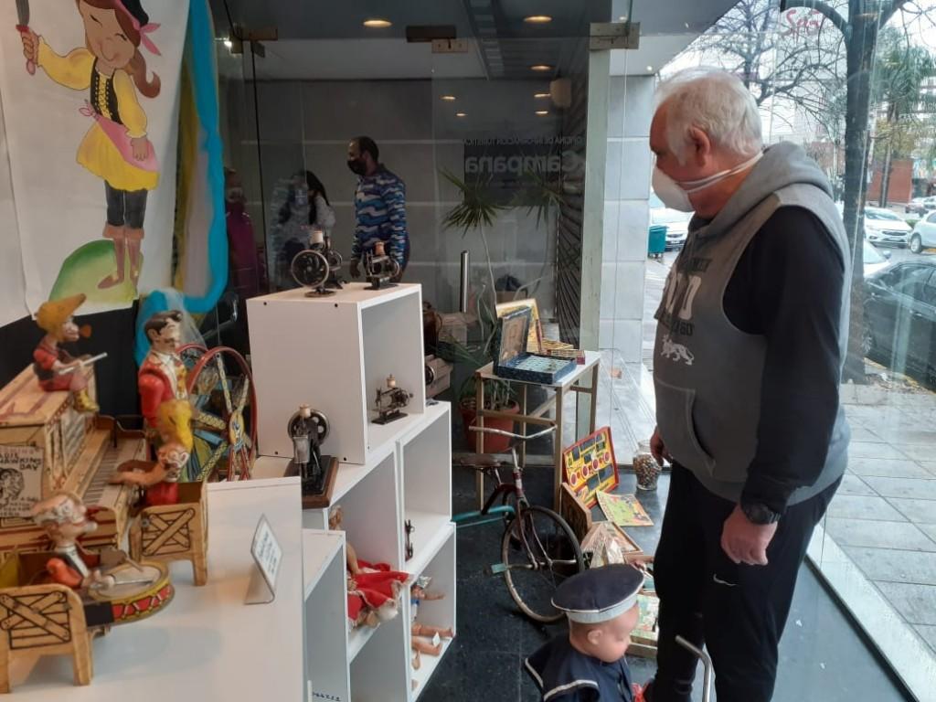 Se exhiben juguetes antiguos en el Edificio 6 de Julio