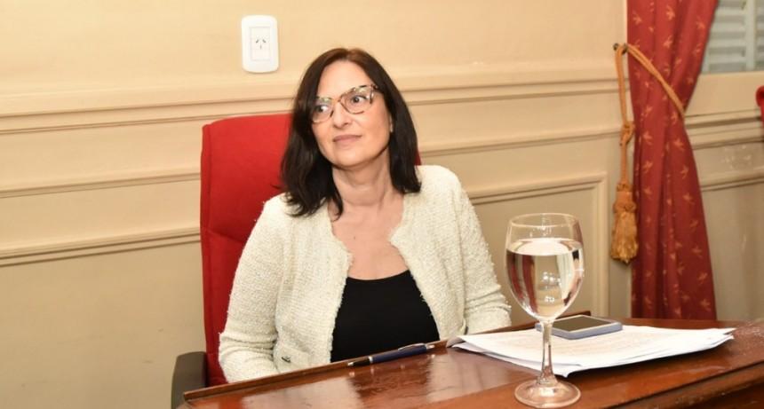 """Karina Sala : """"Los diputados de Juntos por el Cambio no impiden ni obstaculizan, pero tampoco dejan de controlar"""""""