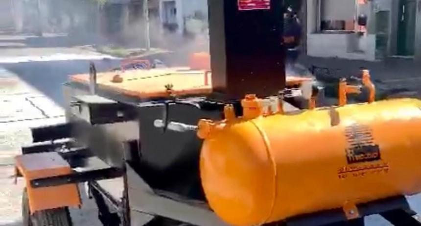 El Municipio adquirió una máquina para reforzar las tareas de mantenimiento de calles