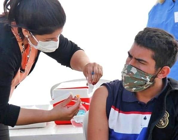 Cientos de vecinos se sumaron a la vacunación itinerante en los barrios