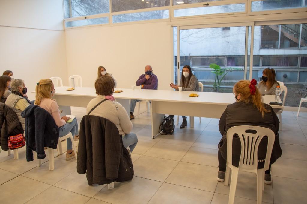 Con foco en la educación, Elisa Abella se reunió con padres de alumnos y referentes barriales