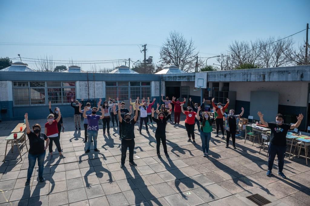 En una jornada de voluntariado se acondicionaron las aulas de la Escuela Nº10 que recibirán al programa ExtraClase