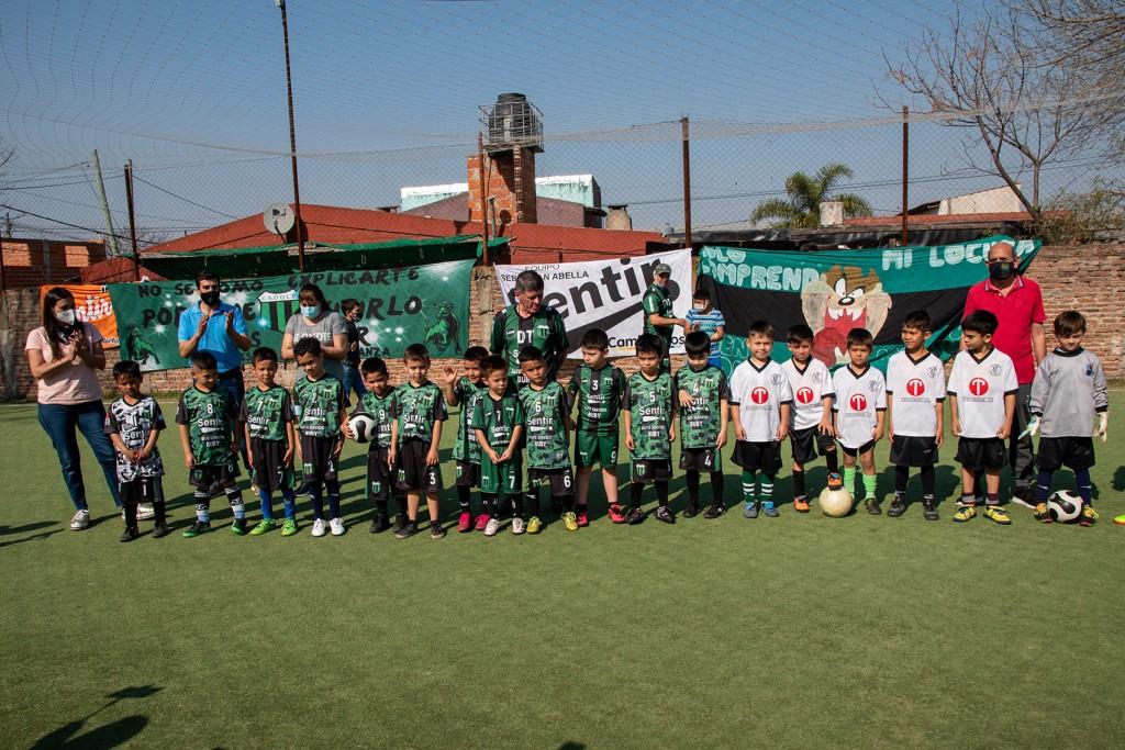 El equipo Sentir presentó su nueva escuelita de fútbol para niños