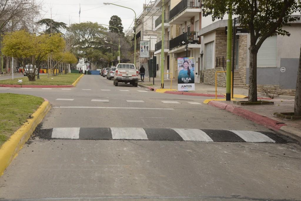 Instalan reductores de velocidad en distintos puntos de la ciudad para evitar accidentes