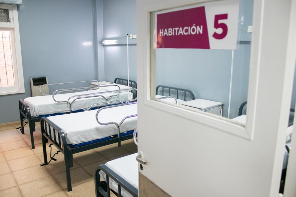 El hospital San José tiene una renovada y cálida sala de maternidad