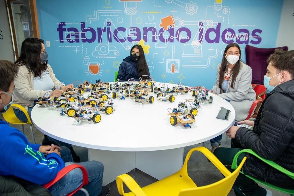Elisa Abella se reunió con jóvenes programadores recientemente egresados