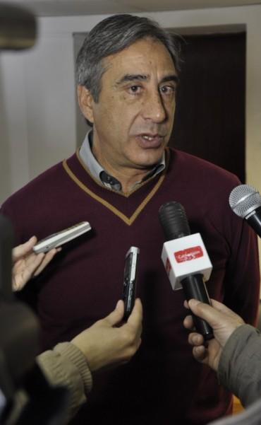 MIGUEL MUDIR SE REFIERE A LA ACTIVIDAD DEPORTIVA EN EL CLUB CIUDAD DE CAMPANA