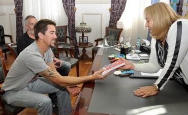 Rodrigo Murillo visitó a la Intendente Giroldi y compartió sus logros deportivos