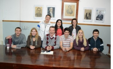 LA JUVENTUD RADICAL BRINDA CLASES DE APOYO ESCOLAR