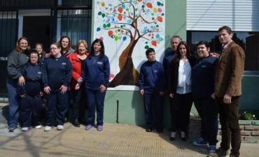 Jóvenes pintaron un mural en la Secretaría de Desarrollo Humano