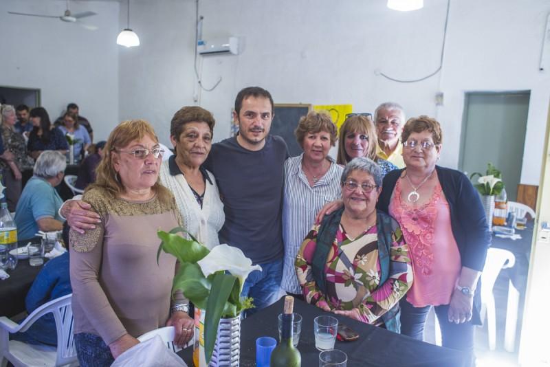 Abella y su equipo compartieron un encuentro con vecinos de Santa Lucía