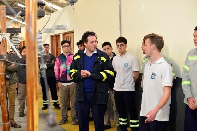 El director de Fabricación de TenarisSiderca visitó la Escuela Técnica Nº4 de Zárate