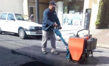 Se realizan trabajos de bacheo en distintas calles con el nuevo camión adquirido por el Municipio