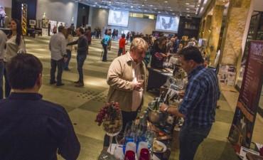 Los vinos, el arte y los sabores reunieron a la comunidad en un evento solidario