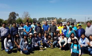Abella compartió un grato momento con vecinos de Río Luján