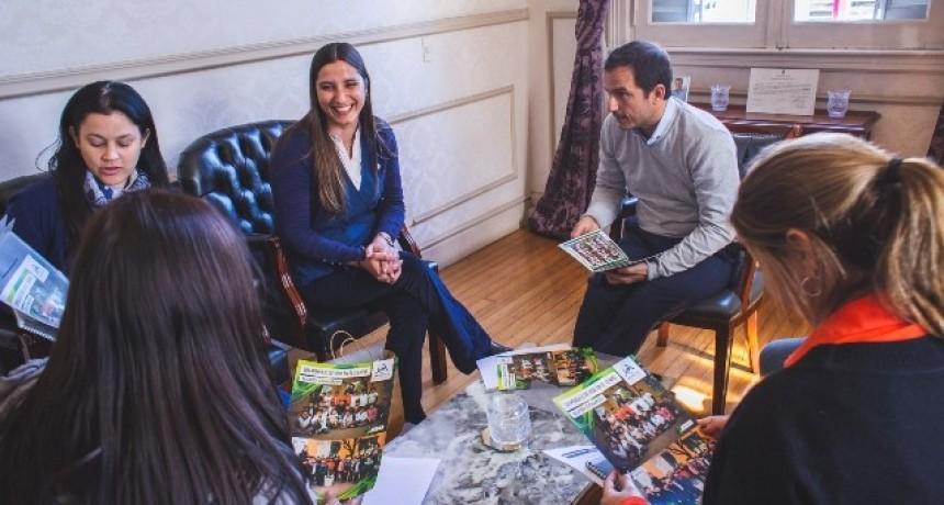 Abella se reunió con representantes del Colegio Armonía