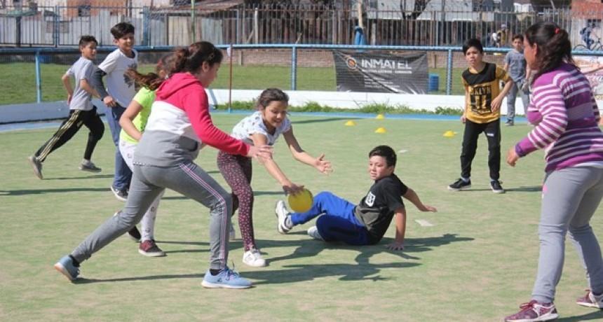 Unos 300 chicos participaron de un intercolegial de handball
