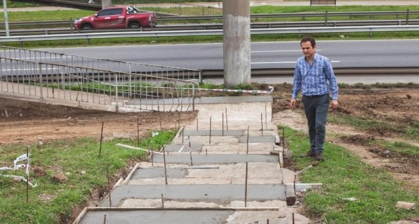 Se reparan las estructuras de las pasarelas peatonales y paradas de colectivos de Colectora Norte