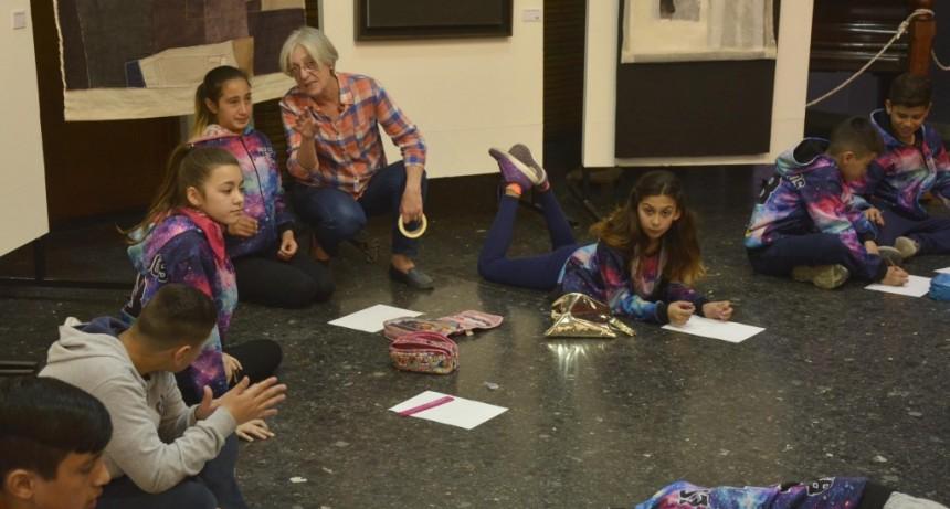 """El grupo """"Ofrenda"""" compartió sus creaciones con estudiantes"""