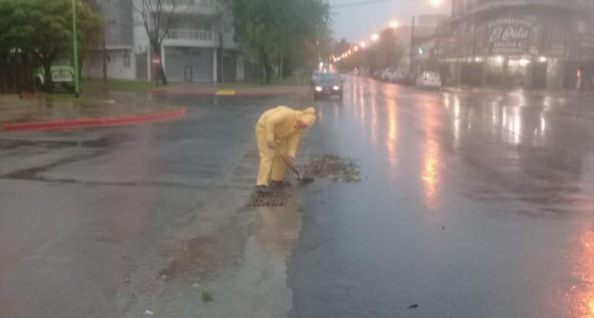 Intensos trabajos del personal municipal ante el fuerte temporal de lluvia y vientos