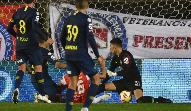 Boca Juniors volviò a ganar de visitante con una enorme atajada de Andrada en el final