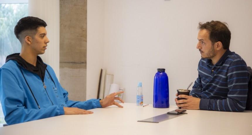 Ramsés Cascú compartió su experiencia en el mundial de Vóley con el Intendente