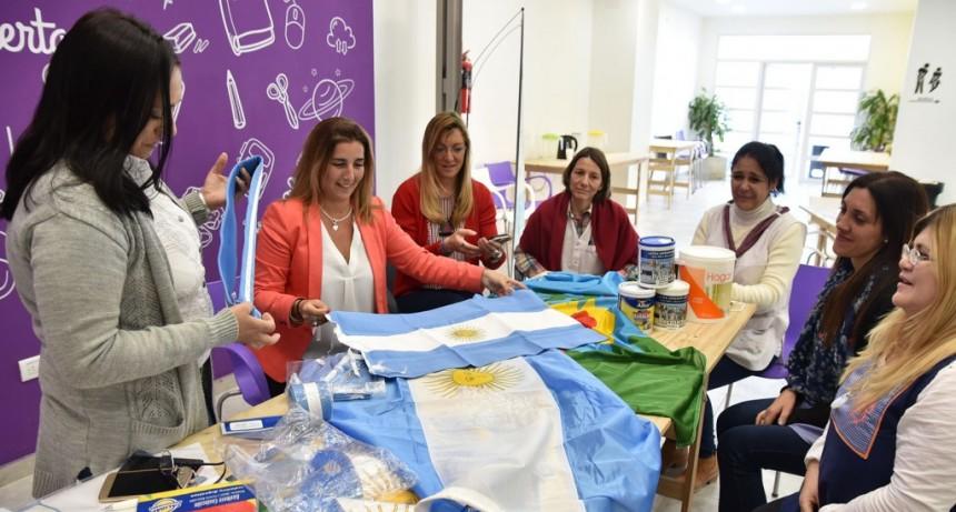 Continúan la entrega de banderas a instituciones educativas