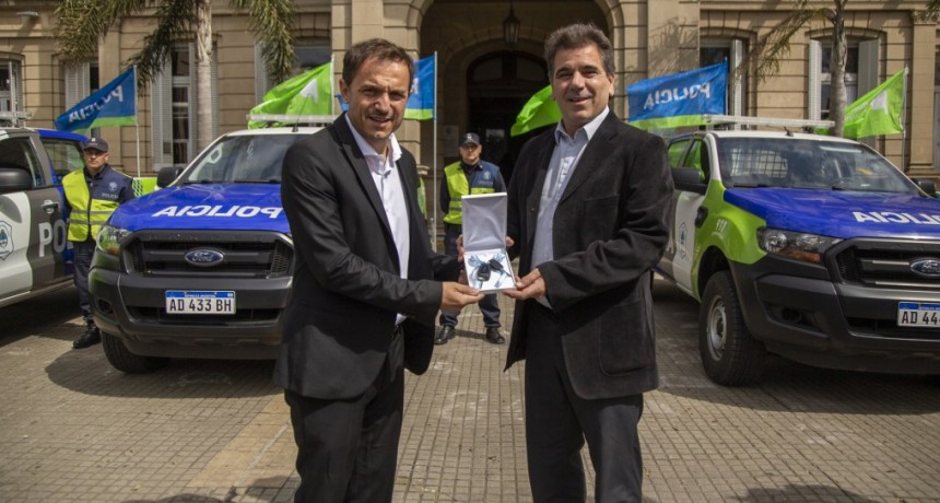 Abella y Ritondo entregaron nuevo patrulleros para reforzar la seguridad en la ciudad