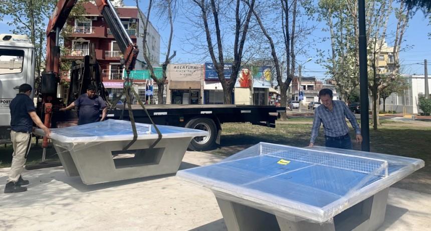 Instalan mesas de ping pong en la Plaza Italia