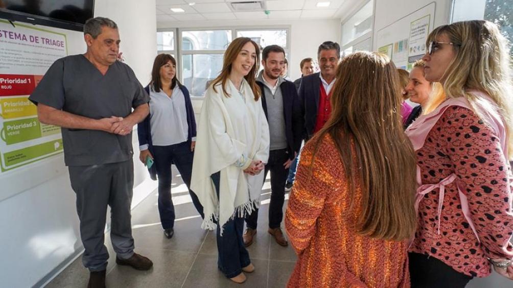 La gobernadora Vidal recorrió un hospital y dialogó con vecinos de Lobos