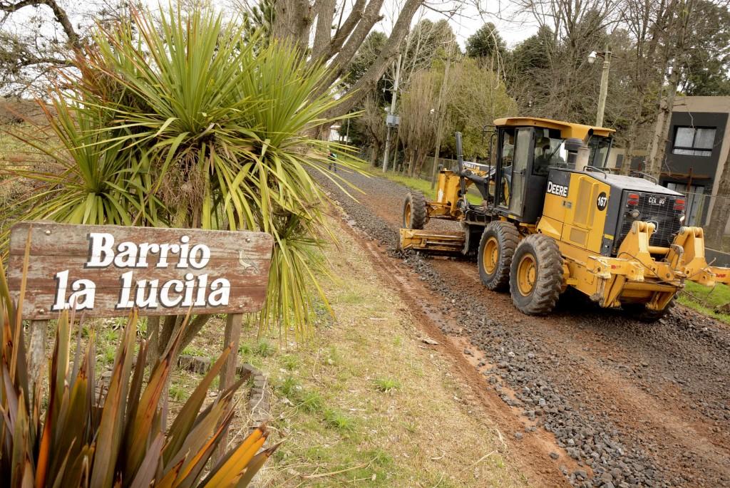 El Municipio realiza mejoras en las calles del barrio La Lucila