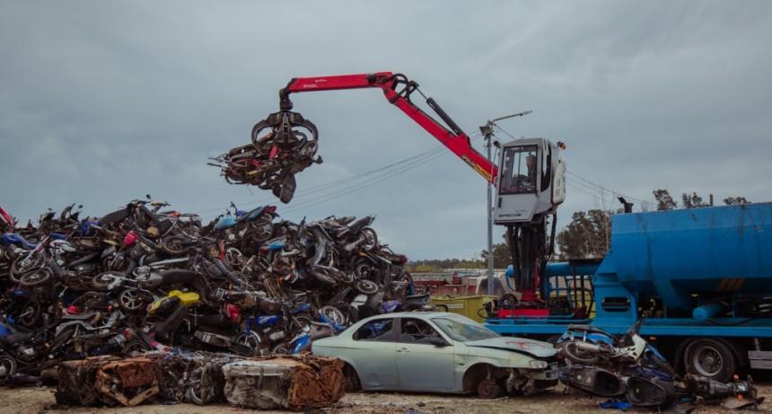 En un importante operativo, el Municipio destruyó más de 5.000 vehículos secuestrados