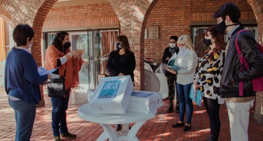 """El Hogar Municipal de Ancianos recibió material del programa """"Tiempo de crear"""""""