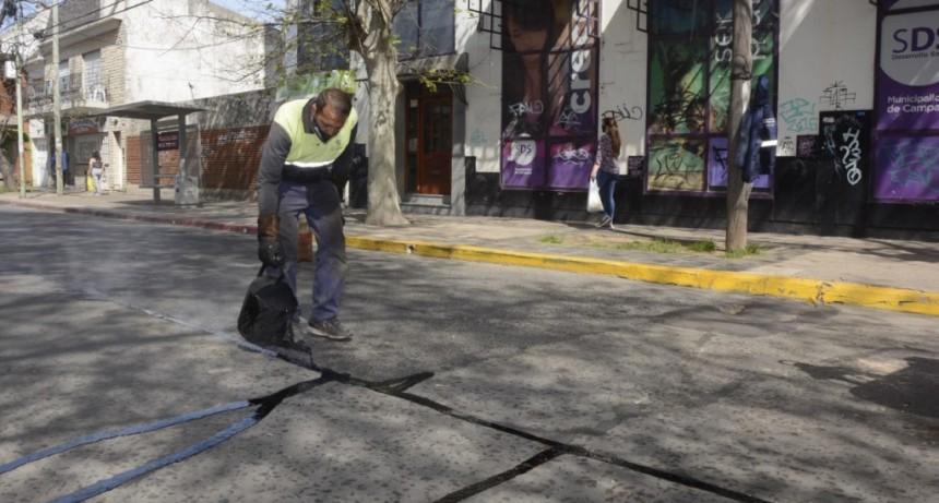 Continúan los trabajos de tomado de juntas por calles del casco urbano