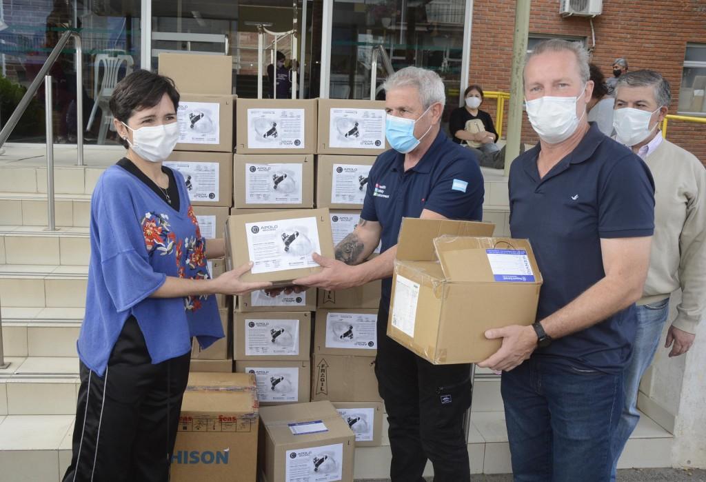 El Hospital San José recibió la donación de máscaras respiratorias y bigoteras