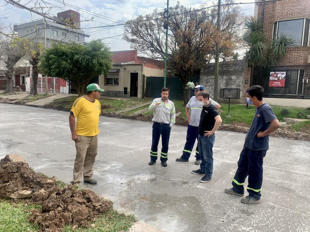 El Municipio avanza con la regularización de las conexiones cloacales en la calle Sívori