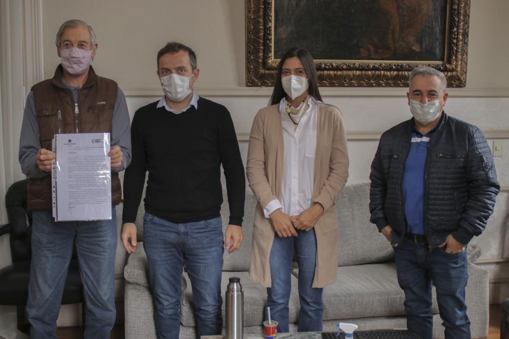 El Intendente se reunió con la Asociación Abuelos de Plaza España