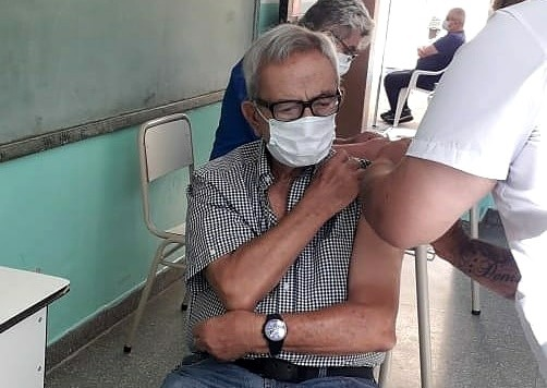 Vacunatorios campanenses ya aplican sin turno segundas dosis a mayores de 60 años
