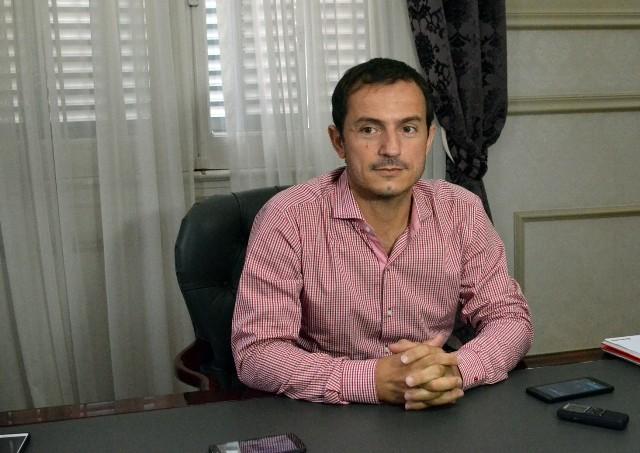 El Intendente anunció que adelantará los aumentos a los trabajadores municipales