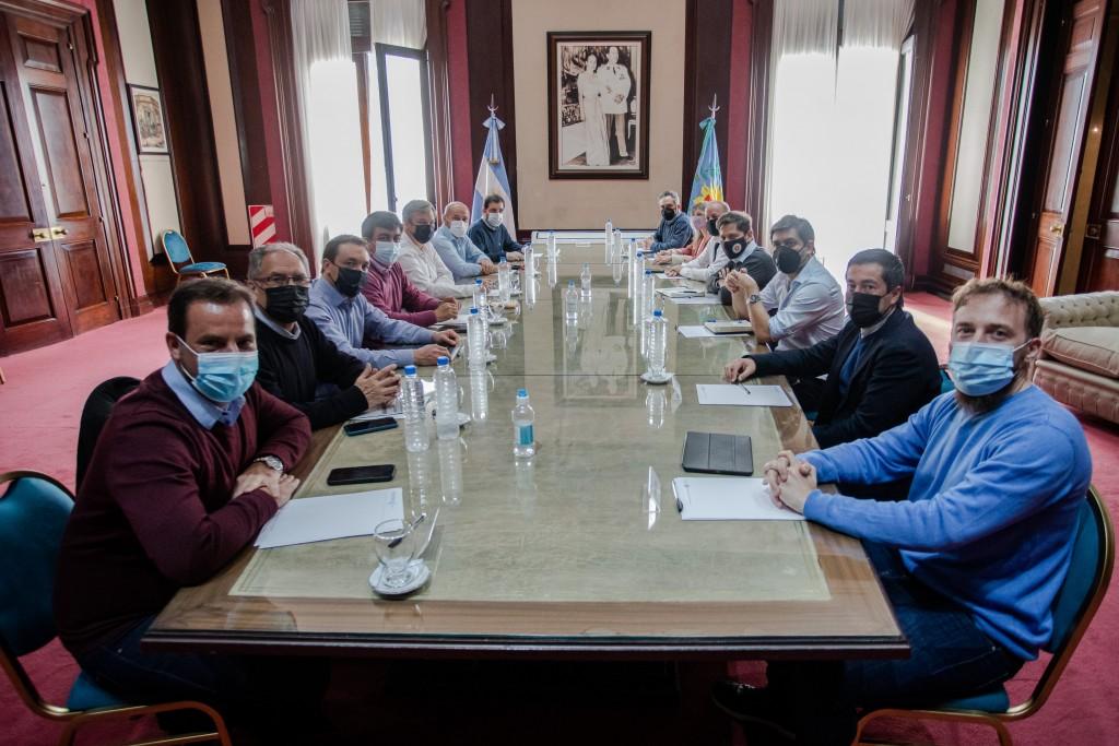 Kicillof se reunió con intendentes de la primera y tercera sección electoral
