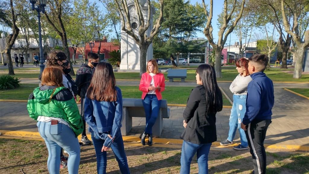 Jóvenes promueven un proyecto para regular la cartelería política
