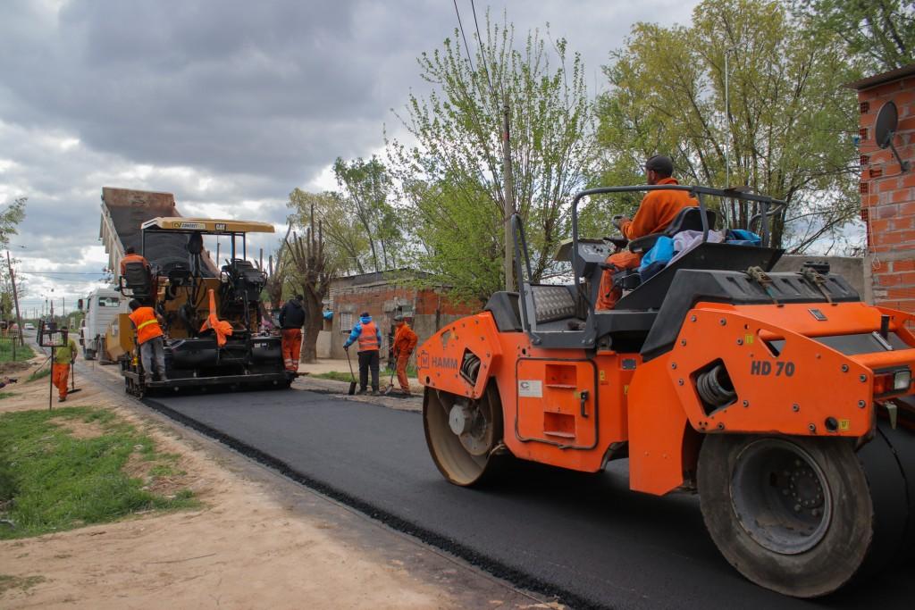 San Cayetano suma más calles de asfalto